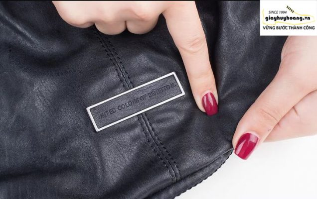 Cách nhận biết giày da thật giả bằng nhấn tay