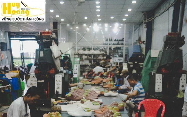 Hình ảnh giới thiệu công ty giày da huy hoàng 003