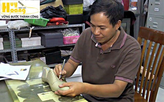 Hình ảnh giới thiệu công ty giày da huy hoàng 004
