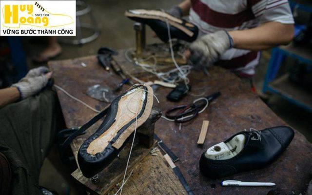 Hình ảnh giới thiệu công ty giày da huy hoàng 005