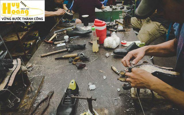 Hình ảnh giới thiệu công ty giày da huy hoàng 008