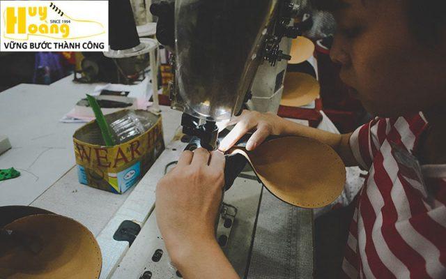 Hình ảnh giới thiệu công ty giày da huy hoàng 009