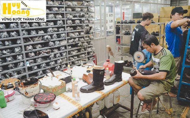 Hình ảnh giới thiệu công ty giày da huy hoàng 011