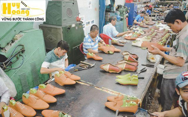 Hình ảnh giới thiệu công ty giày da huy hoàng 016