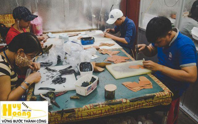 Hình ảnh giới thiệu công ty giày da huy hoàng 018