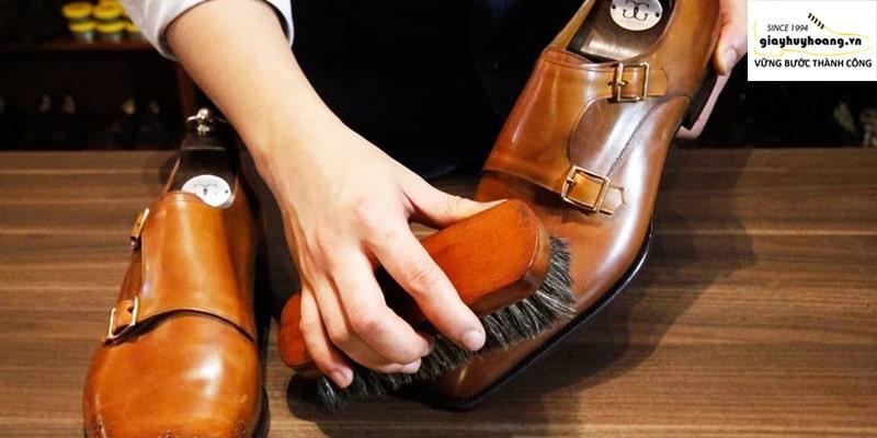 Cách làm sạch giày tây da bò và vệ sinh của chuyên gia #1